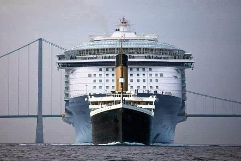 titanic-contro-oasis-of-the-seas